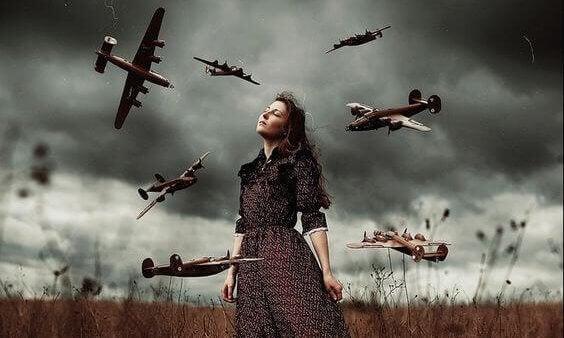 nainen ja lentokoneet