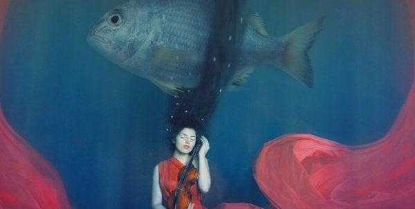 nainen ja kala