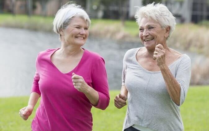 iäkkäät naiset lenkillä