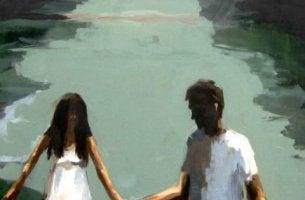 pariskunta veden äärellä