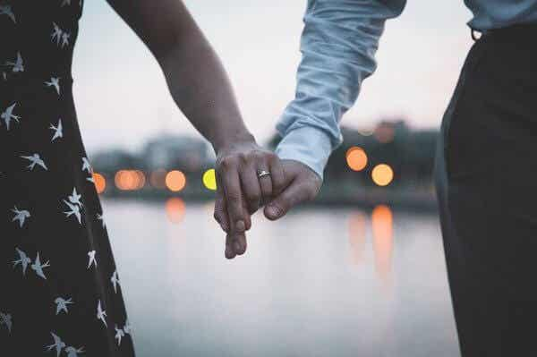 Kun sinun on annettava menneiden olla menneitä parisuhteessasi