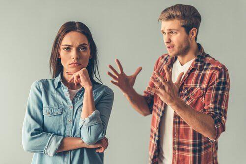 nainen ei halua kuunnella kun mies selittää
