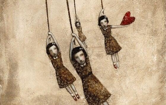 neljä tyttöä roikkuu ja yhdellä on sydän