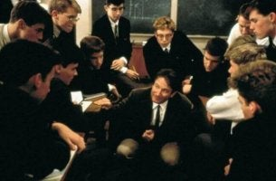 hyvä opettaja elokuvassa kuolleiden runoilijoiden seura