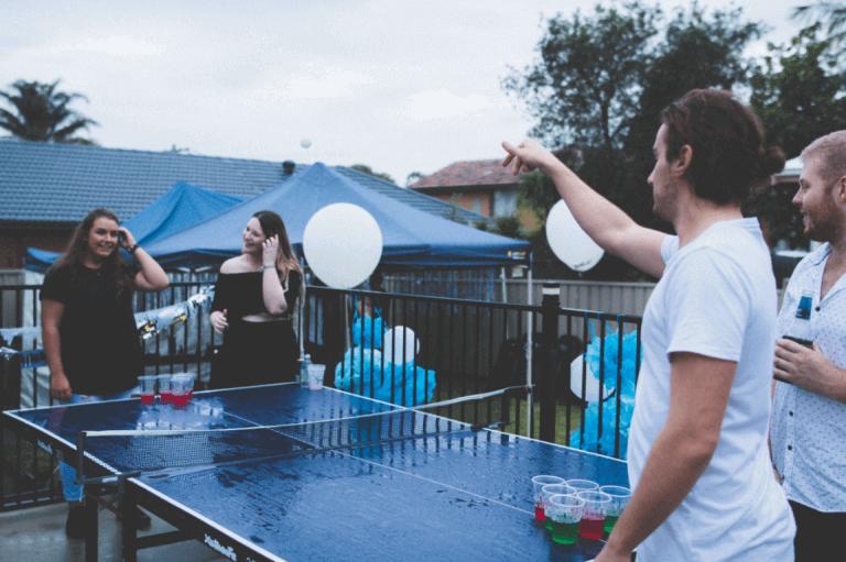 juhlissa pelataan juomapeliä