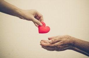 ojentaa sydämen toiselle