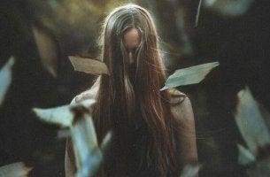 nainen ja yritys hyväksyä kuolema