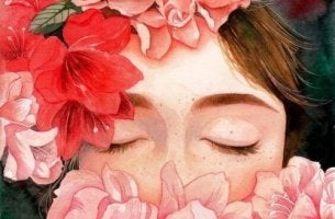 nainen haistelee kukkia