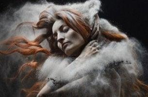 nainen höyryn peitossa