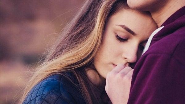 Epävarma-ambivalentti kiintymys: ei sinun kanssasi, eikä ilman sinua