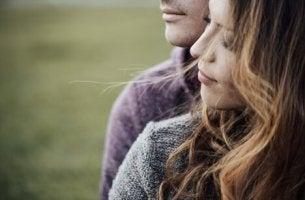 tyytyväinen pariskunta