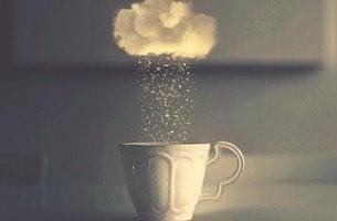 pilvestä sataa kahvikuppiin