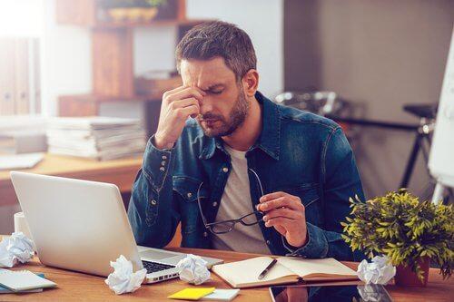 mies on stressaantunut työssään