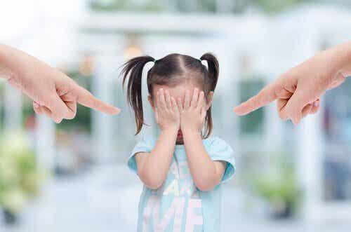 Myrkyllisten vanhempien 6 tunnusmerkkiä