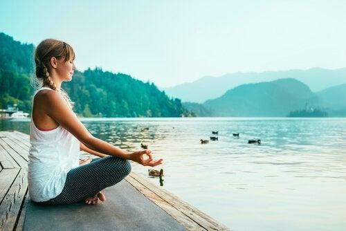 meditointia veden äärellä