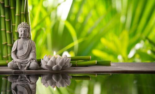 buddha ja lotuskukka