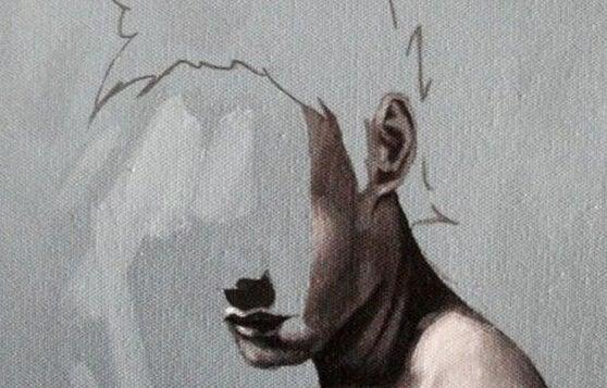 miehen kasvoista on puolet pyyhitty pois
