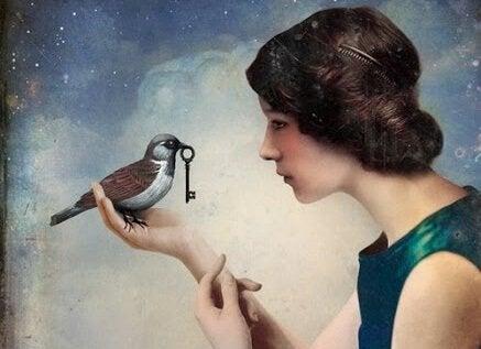 naisella on lintu ja linnulla on avain