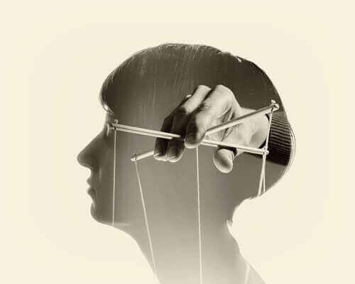 mielen manipulointi