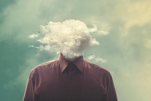 miehen pää on pilvi