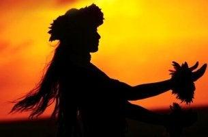 havaijilainen nainen tanssii