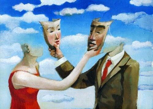 pariskunta ottaa toisiltaan naamarin pois