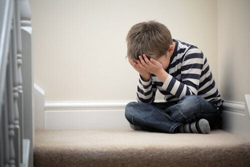 lapsuuden emotionaalinen tuki ei ole läsnä tällä pojalla