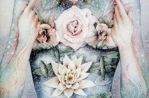 tytöllä on ruusuja joka paikassa