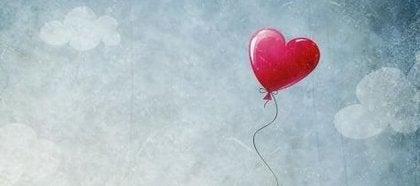 sydänilmapallo kertoo totuutta rakkaudesta