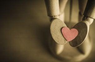 myötätunto sydän kämmenellä