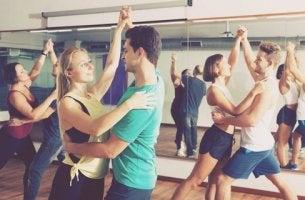 fyysinen aktiivisuus: tanssi