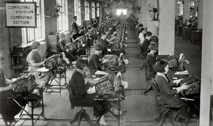 naiset töissä