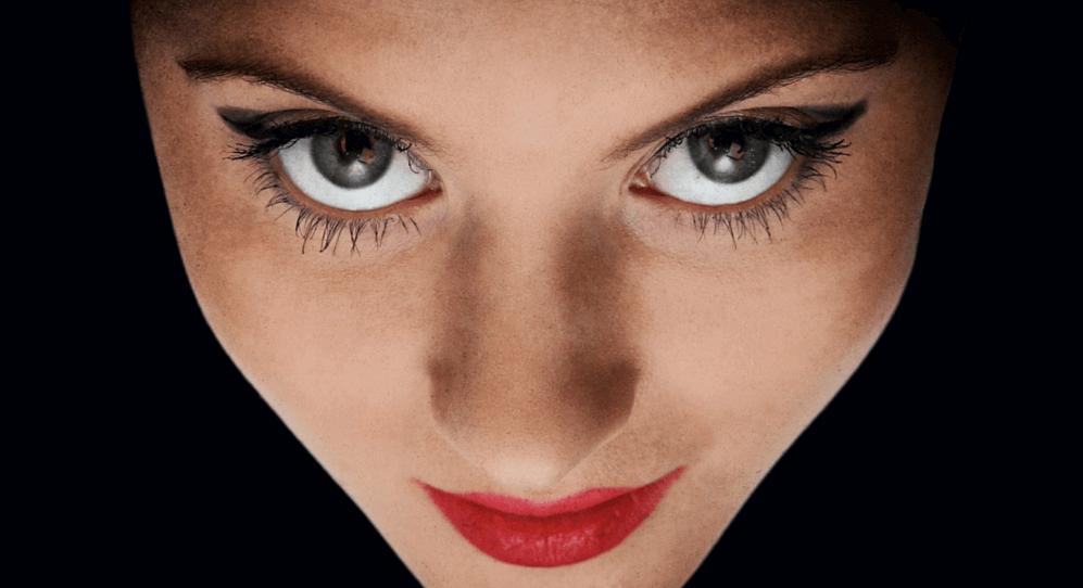 naisen katsekontaktin tulkintaa