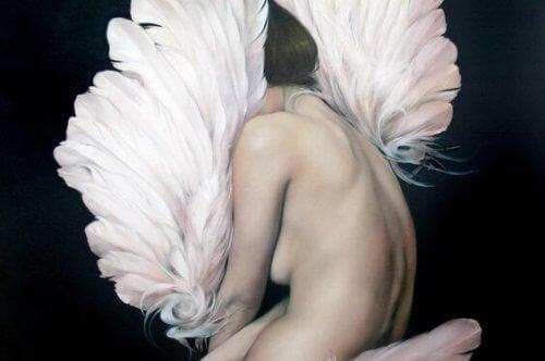 alaston nainen ja höyhenet