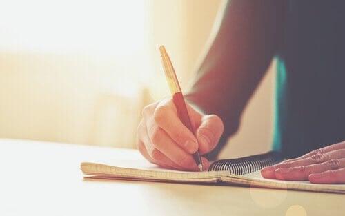 kirjoittamalla asioita ylös voit kehittää itsehillintää
