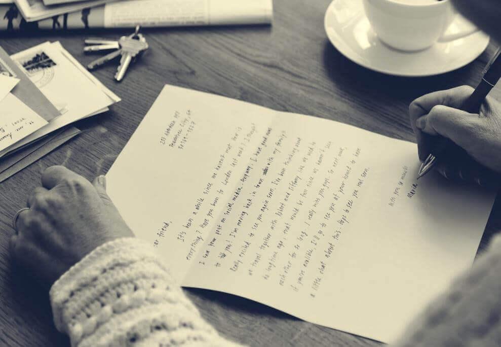 kirjoittaa kirjettä