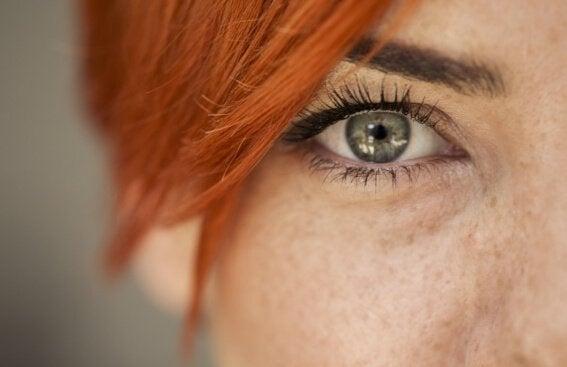Miten lukea jonkun tunteet hänen silmistään