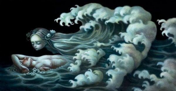 naisen hiukset ovat veden aallot