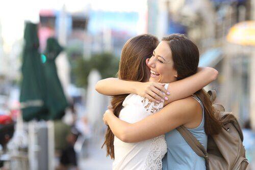 ystävysten halaus