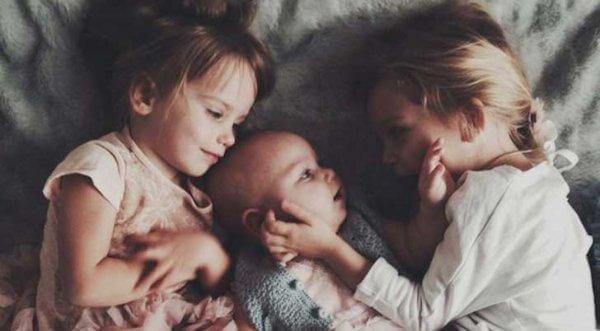vanhemmat sisarukset ja vauva
