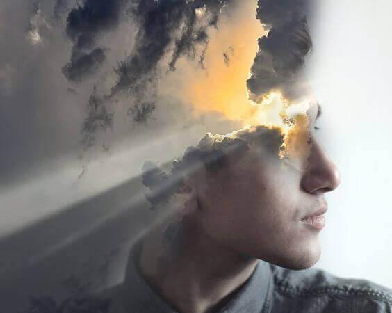 auringonsäteet pilvien lävitse