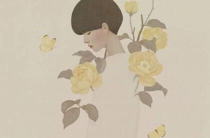 nainen ja keltaiset ruusut