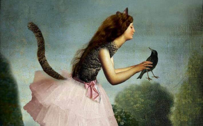 kissanaisella on varis kädessä