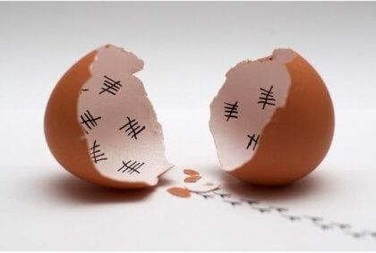 rikkinäinen kananmuna - kuorien sisässä päivien laskentaa
