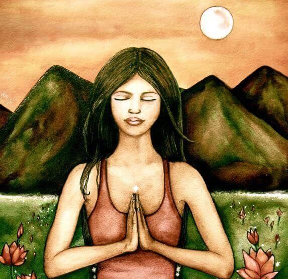 nainen meditoi vuoristonäköalassa