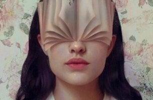 naisen kasvot ovat kirja
