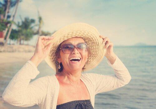 vaihdevuosien positiiviset asiat: aikaa matkailuun