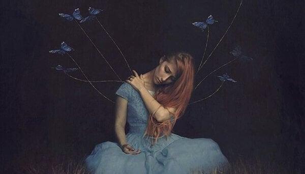 perhoset yrittävät nostaa naista