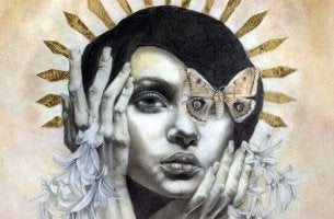naisen silmän paikalla on perhonen
