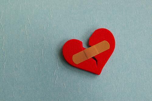 laastarilla korjattu sydän